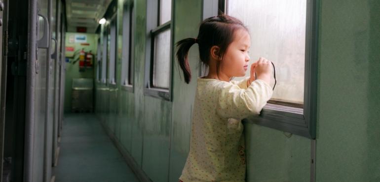bambini in treno col passeggino